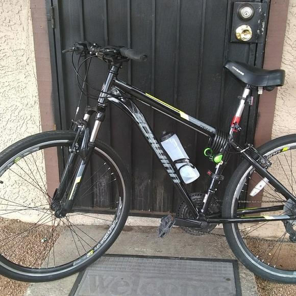 Schwinn Trailway hybrid bike